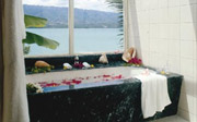 Badian Island Resort and Spa Bathtab